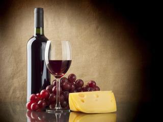 Wino pomaga spalać tłuszcz