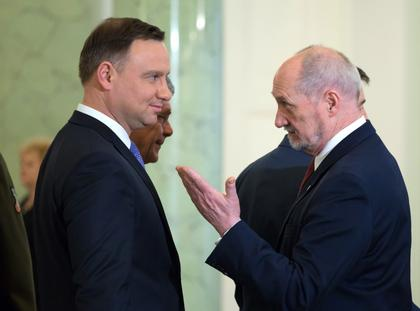 Andrzej Duda rozmawia z Antoni Macierewicz