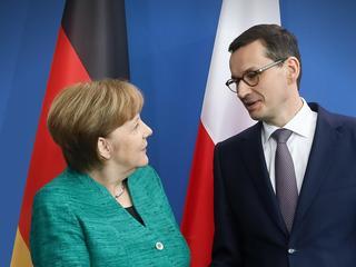 Merkel chce przeczekać PiS