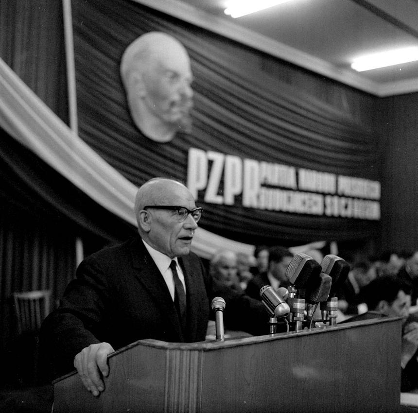 Władysław Gomułka - I sekretarz Polskiej Zjednoczonej Partii Robotniczej przemawia do partyjnego aktywu w Katowicach w 1967 r.