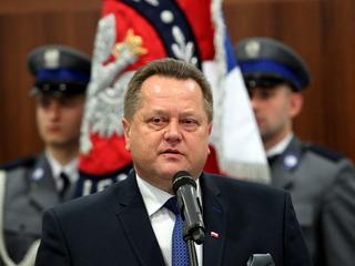 Szopka wiceministra Zielińskiego. Po raz drugi podarował policji to samo auto