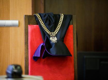 Sąd Sala sądowa sala rozpraw wymiar sprawiedliwości toga sędziowska