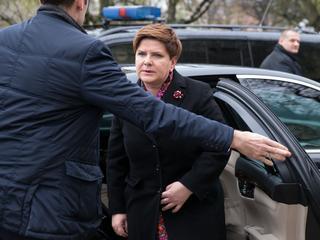 """Wypadek premier Szydło. Kierowca w ogóle nie powinien był siadać """"za kółko""""?"""