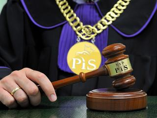 """PiS """"naprawia"""" sądy. Działają coraz wolniej, a będzie jeszcze gorzej"""