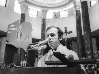 Ksiądz Jerzy Popiełuszko - męczennik za wiarę czy za politykę?