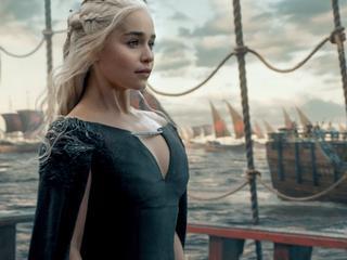 """""""A wydawała się być grzeczną dziewczynką"""". Jaka prywatnie jest Emilia Clarke?"""