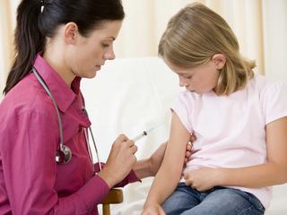 Włosi walczą z antyszczepionkowcami. Efekt? Przychodzie przeżywają właśnie prawdziwe oblężenie