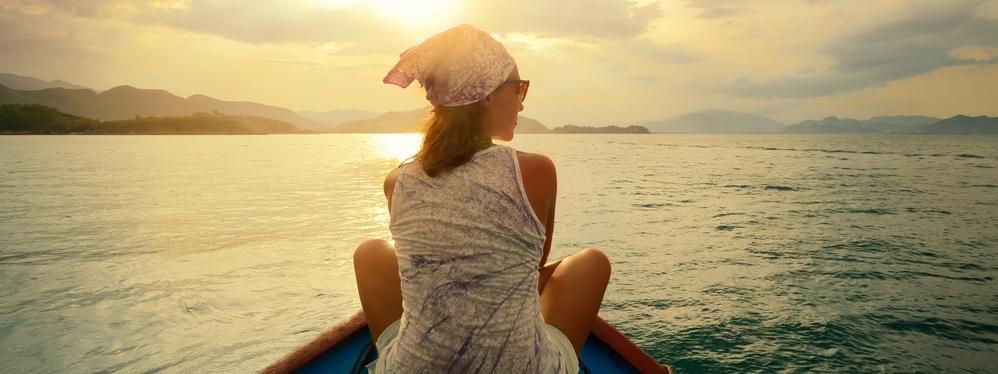 Podróże turystyka kobieta zachód słońca