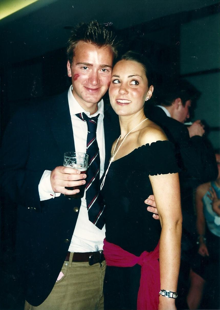 ok. 2000 roku. Kate Middleton ze swoim kolegą ze studiów Edem Gribbonem