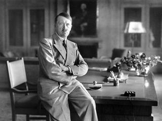 Seks, alkohol i obłęd. Jak wyglądały ostatnie dni w bunkrze Hitlera?