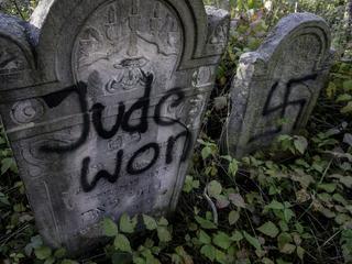 """Antysemityzm powraca. Ocalała z Holocaustu: """"Trzeba szykować kryjówkę"""""""