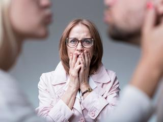 Czy zdrada musi oznaczać koniec związku? Psychoterapeutka radzi