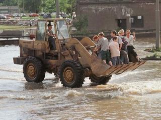 Polska pod wodą. 20 lat temu powódź tysiąclecia dotarła do Wrocławia