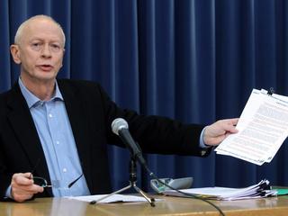 Michał Boni przeprasza za błędy popełnione przy identyfikacji ciał ofiar katastrofy smoleńskiej
