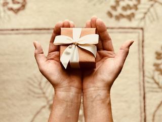 Jak wybrać biżuterię na prezent