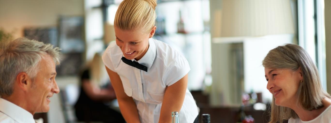 Restauracja obiad jedzenie kelner kelnerka kuchnia para kobieta mężczyzna związek