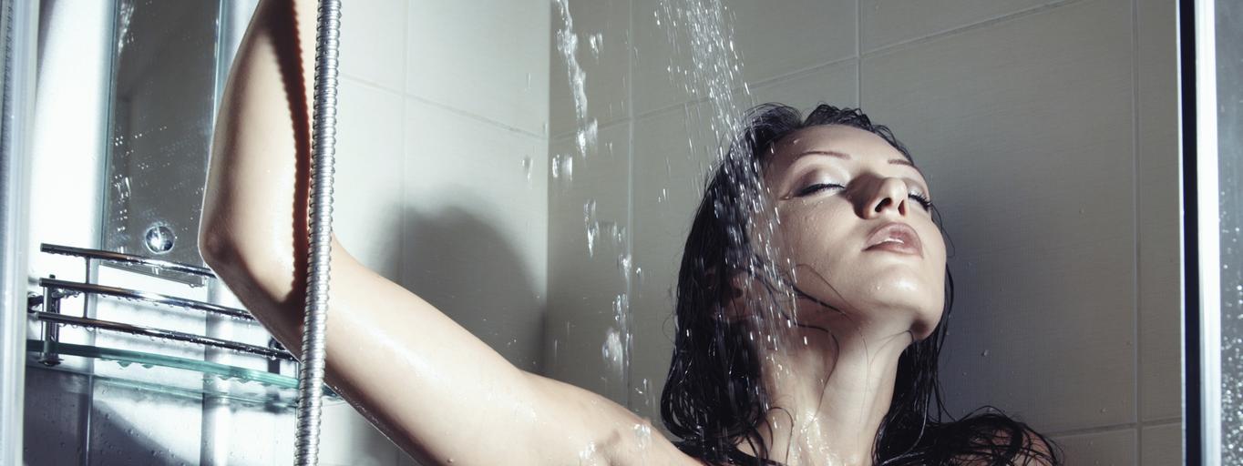 prysznic kobieta mycie woda