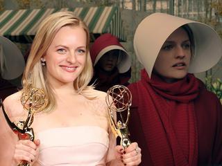 """Świat, w którym kobieta jest rzeczą. """"Opowieść podręcznej"""" zgarnęła najważniejsze serialowe nagrody tego roku"""