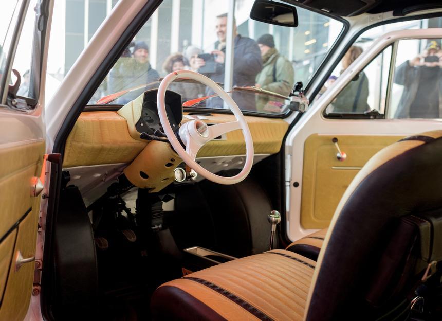 Tak wygląda wnętrze samochodu, który odebrał Tom Hanks