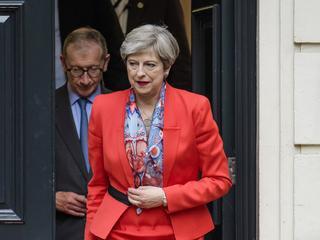 Konserwatyści nie utrzymają samodzielnej władzy. Co dalej z Brexitem?