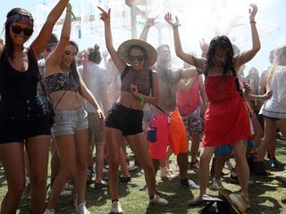 Moda festiwalowa - najlepsze stylizacje inspirowane Coachellą