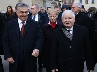 """Orban stoi murem za Kaczyńskim ws. konfliktu z UE. """"Węgry solidarne z Polską"""" [RELACJA]"""