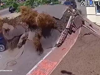 Potężna eksplozja w Kijowie. Wybuchła rura z wodą
