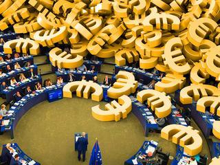 Na biura europosłów co roku idzie 40 mln euro. Rekordzista z PSL ma ich... 13