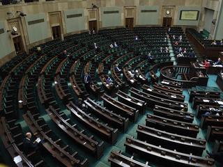 W Sejmie zaprezentowano obywatelskie projekty dot. aborcji. Sejmowe ławy świeciły pustkami