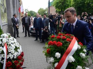 """Wiązanki dla prezydenta. """"Nasze kwiaciarki"""" stały się symbolem nepotyzmu władzy"""