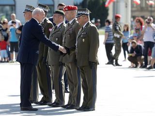 Gen. Kraszewski znów z certyfikatami bezpieczeństwa