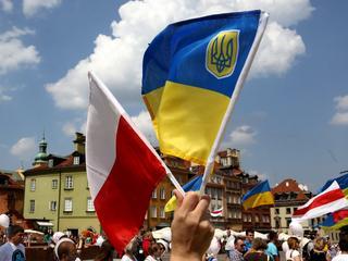Demonstracja Polaków na Ukrainie? Nie, to statyści wynajęci przez Rosję