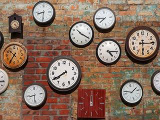 Dziś przestawiamy zegarki na czas letni. Kto to wymyślił?