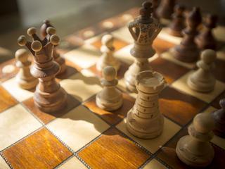 Dlaczego najsilniejsza figura na szachownicy jest kobietą?