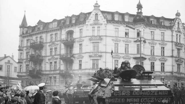 żołnierze powrót powitanie transporter