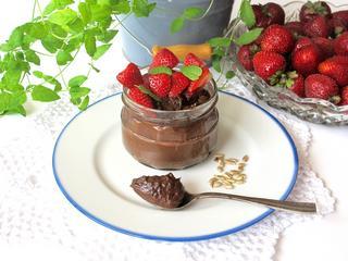 Mus czekoladowy z truskawkami. Jak go zdrowo przyrządzić? Oto sekret