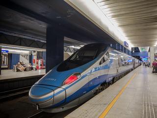 Dworzec kolejowy Warszawa Centralna PKP pociąg kolej