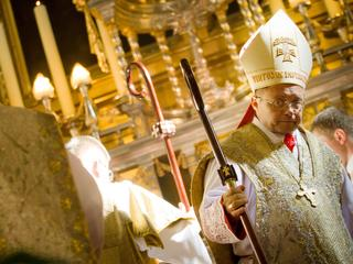 """Nowy biskup łódzki, sprzyja uchodźcom i """"za mało krytykuje aborcję"""""""