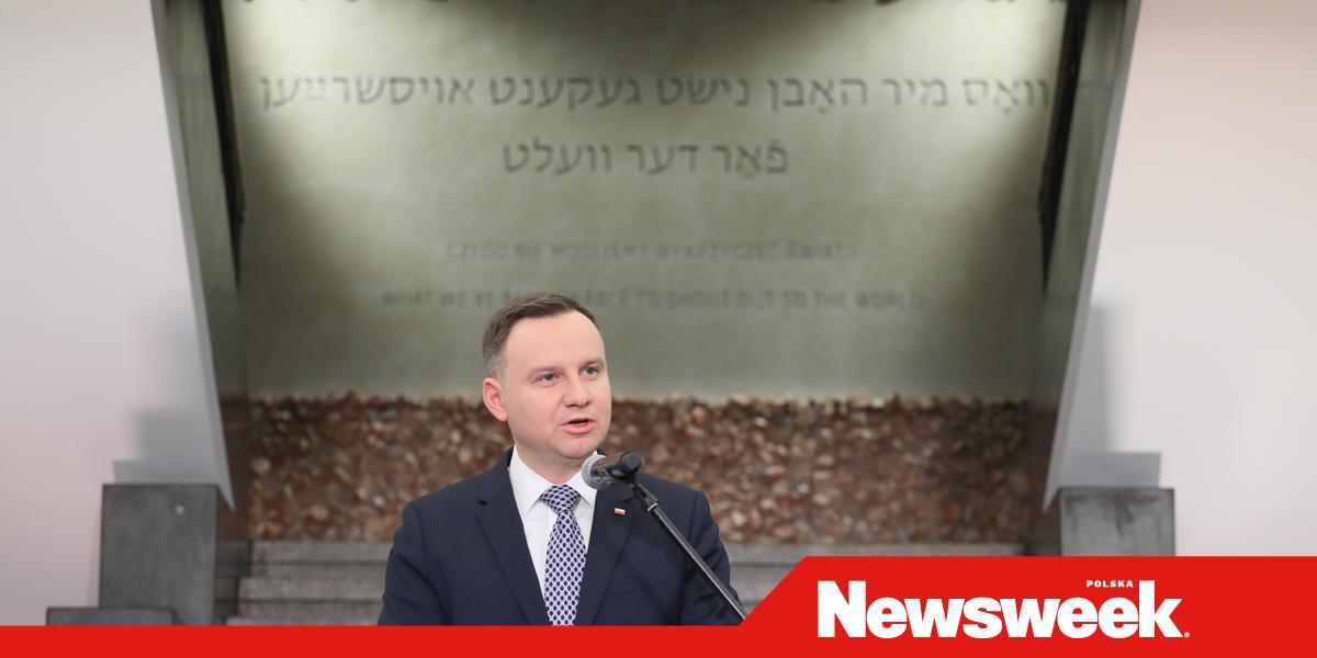 278a1a59ba Prezydent Andrzej Duda wraz z małżonką Agatą Kornhauser-Dudą wziął udział w  otwarciu wystawy