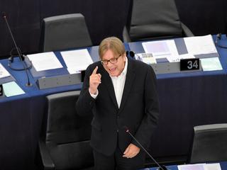 Nie pieniądze, a wartości. Były premier Belgii pięknie wytłumaczył Morawieckiemu, czym jest UE