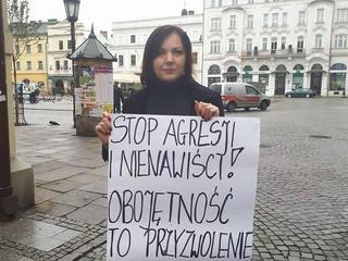 Właścicielka salonu fryzjerskiego w Cieszynie codziennie protestuje przeciw PiS