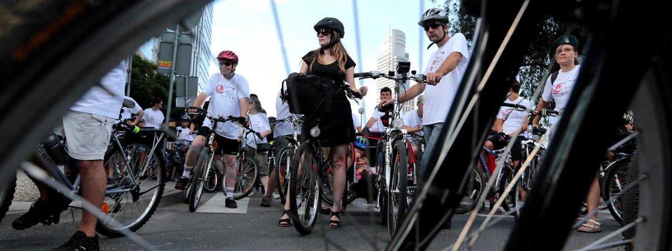 powstańcza masa rowerowa rower kordon ścieżka rowerowa warszawa