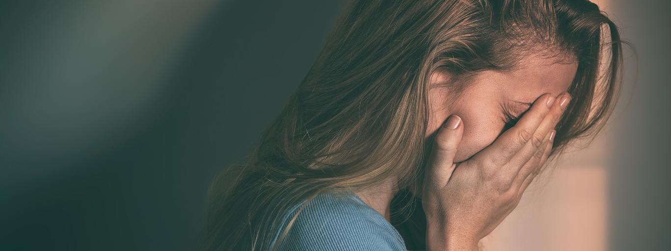 Depresja, smutna kobieta, psychoterapia