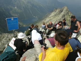 Tatry zamieniają się w śmietnik. Czy należy zamknąć wstęp w góry?