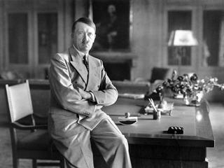 Hitler: Jak leniwy malarz zdobył majątek?