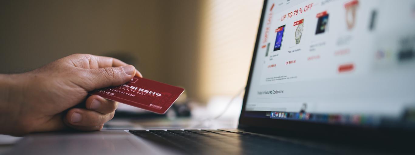 zakupy w sieci, karta kredytowa, laprop