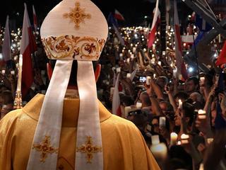 """""""Chcą nas zawłaszczyć"""". Prymas i biskupi odcinają się od Prawa i Sprawiedliwości"""