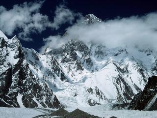 """Kluczowa decyzja Polaków, wspinających się na K2. """"Góra dała ostrzeżenie kamieniami"""""""