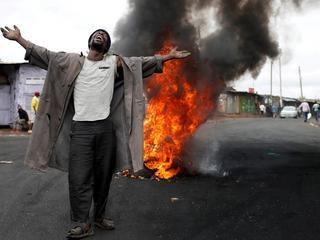 Krwawe protesty w Kenii, pożary w Portugalii i nurkujące świnie w Chinach. Ubiegły tydzień w 10 zdjęciach