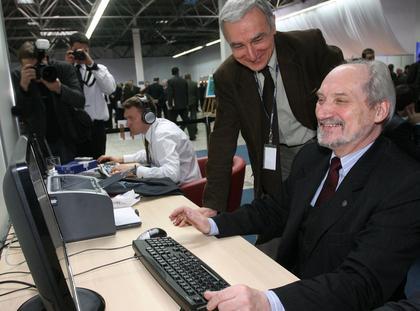 Antoni Macierewicz komputer